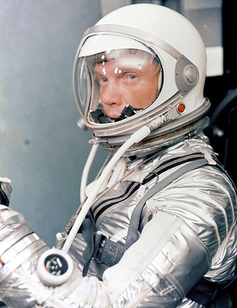 John Glenn in costum spatial, foto NASA, sursa Wikipedia.