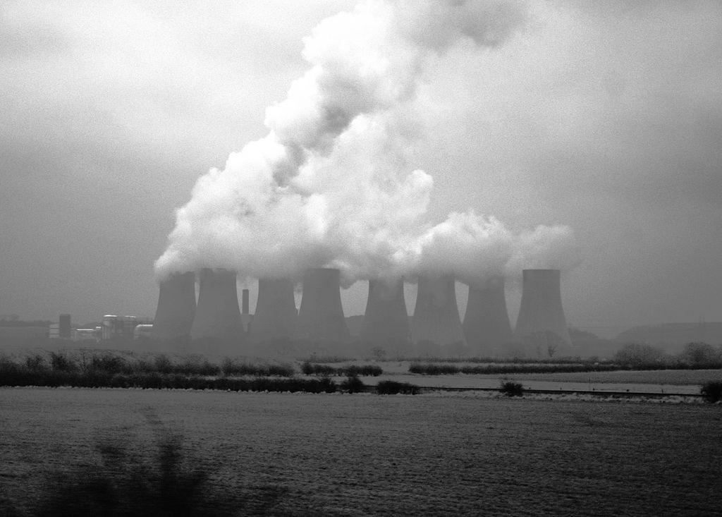 Ratcliffe Power Plant, Nottinghamshire. Foto de Alan Zomerfeld, sursă Wikipedia.