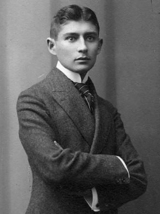 Fotografie realizată în atelierul fotografic Lotte Jacobi. Autor foto Sigismund Jacobi (1860–1935), sursă Wikipedia.