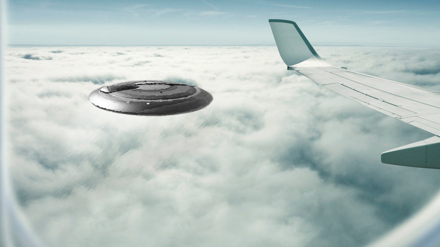 OZN imens fotografiat dintr-un aeroplan deasupra Africii de Sud.