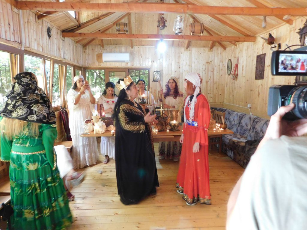 DSCN1392 Regina Magiei Albe Maria Câmpina