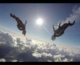 Acrobaţie între nori