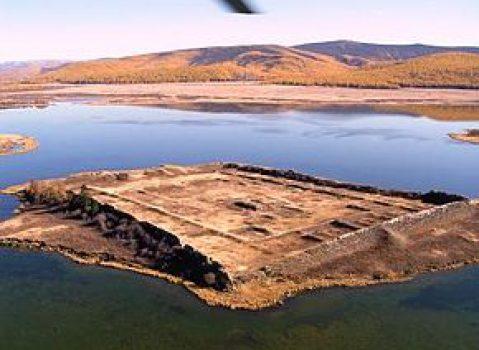 Insula misterioasă Por-Bajin